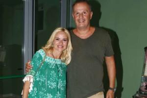 """Μαρία Μπεκατώρου: Ο φακός """"τσάκωσε"""" το σύζυγό της στη Μύκονο - Πού ήταν η παρουσιάστρια;"""