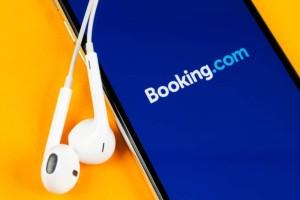 «Βόμβα» από την Booking: Η συνεργασία που κάνει «πάταγο» στην αγορά