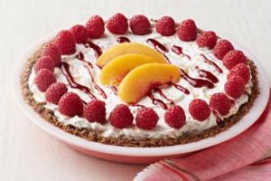 """Καλοκαιρινό """"τεμπέλικο"""" κέικ με ροδάκινα και βατόμουρα"""
