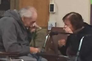 Γιαγιά και παππούς έκλαιγαν με αναφιλητά όταν... - Η ιστορία τους  συγκίνησε το διαδίκτυο