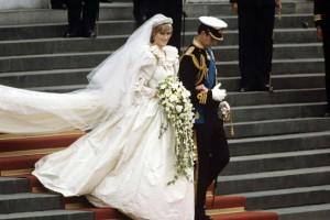Πριγκίπισσα Νταϊάνα: Δείτε για πρώτη φορά τα συλλεκτικά παπούτσια που φορούσε στο γάμο της