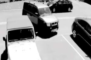 """Νεαρός έκλεψε τη θέση πάρκινγκ μιας γιαγιάς - Μόλις δείτε τη συνέχει θα σας """"πέσει το σαγόνι"""""""