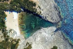 Ένα μικρός παράδεισος: Η ονειρική φυσική πισίνα που θα σε μαγέψει
