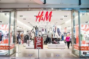 Η δαντελένια γαλάζια ολόσωμη φόρμα στα H&M που θα σου πάρει το μυαλό