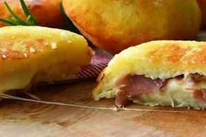 Λουκουμάδες πατάτας με ζαμπόν και τυρί - Μια συνταγή που θα λατρέψετε