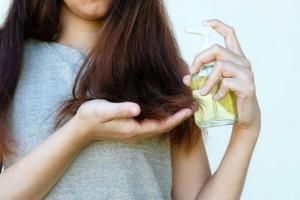 Αυτό είναι το λάδι που θα σου χαρίσει μεταξένια και λαμπερά μαλλιά