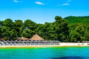 Σκέτος έρωτας: Το νησί που δεν κοιμάται με τις ατελείωτες πανέμορφες παραλίες