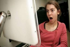 """Όταν άνοιξε τον υπολογιστή του πατέρα της """"πάγωσε"""" - Ντράπηκε τόσο που..."""