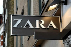 ZARΑ: Το passepartout μαύρο φόρεμα που δεν πρέπει να λείψει από καμία ντουλάπα αυτό το φθινόπωρο