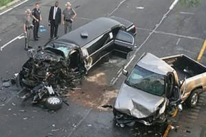 Μεθυσμένος οδηγός πέφτει στο αυτοκίνητο της οικογένειας της νύφης, μετά η αστυνομία βλέπει το τρακάρισμα και κάνει μια φρικτή ανακάλυψη
