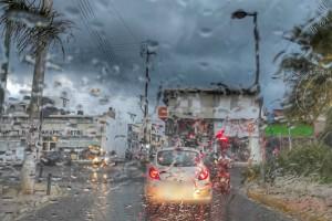 """Ο """"Ιανός"""" χτυπά αλύπητα την Κρήτη - Πλημμύρισαν καταστήματα"""