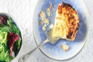 Η πιο νόστιμη, σγουρή τυρόπιτα σουφλέ - Έτοιμη στο άψε σβήσε