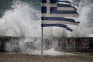 """Η φωτογραφία της ημέρας: Η κακοκαιρία Ιανός """"έκοψε"""" την Ελλάδα στα δύο"""