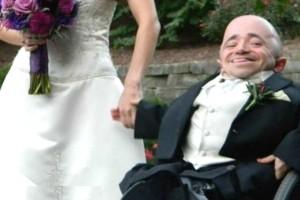Γαμπρός δημοσίευσε φωτογραφία από το γάμο του, αλλά όλοι σχολίασαν τη νύφη - Μόλις δείτε θα καταλάβετε