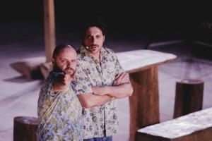 """Κερδίστε 2 διπλές προσκλήσεις για την παράσταση """"Πέτρες στις τσέπες του"""" της Μαρί Τζόουνς στο Φεστιβάλ του Δήμου Αμαρουσίου"""