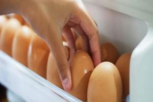 Το λάθος που κάνουμε όλοι όταν βάζουμε τα αυγά στο ψυγείο