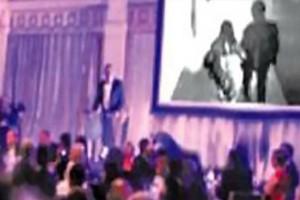 Πλούσιος γαμπρός έπαιξε στο γαμήλιο γλέντι βίντεο με την νύφη να τον απατά