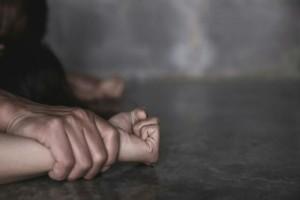 """""""Με πήγαν σπίτι τους και με βίασαν και οι δύο"""" - Ανατριχιάζουν τα λόγια της 20χρονης από τη Θεσσαλονίκη"""