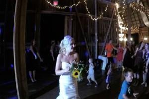 """Η νύφη πέταξε στις ανύπαντρες την ανθοδέσμη  - Η κατάληξη όμως έκανε τους πάντες να """"παγώσουν"""""""