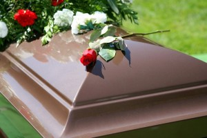 Ανατριχιαστικό: Μία γυναίκα ζήτησε από έναν Ιερέα, όταν πεθάνει να θαφτεί με το πιρούνι της