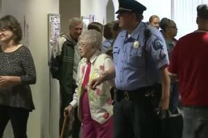 Γιαγιά 102 ετών συνελήφθη και… χαιρόταν - Ο λόγος; Απίθανος!