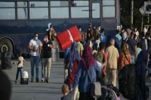 """""""Χάος"""" στην Αθηνών - Λαμίας: Διαμαρτυρία στα Καμένα Βούρλα για τους μετανάστες"""