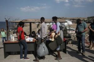 Λέσβος: Ολοένα περισσότεροι πρόσφυγες και μετανάστες στη δομή του Καρά Τεπέ