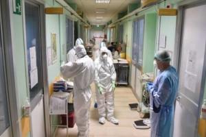 Κορωνοϊός: Δραματική η κατάσταση στην Αττική - 39 ετών ο μέσος όρος ηλικίας των κρουσμάτων
