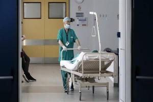 Κορωνοϊός: Φόβος για έντονη πίεση στα νοσοκομεία - Η ταυτόχρονη «μάχη» με τη γρίπη