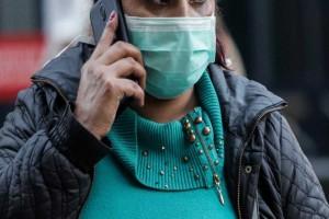 Κορωνοϊός: Επιμονή των ειδικών για μάσκα και σε εξωτερικούς χώρους