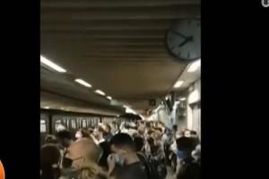 «Σαρδέλες»! Το αδιαχώρητο στο σταθμό του Μετρό στο Σύνταγμα - Αυτά είναι τα μέτρα της Κυβέρνησης; Αυξήθηκαν τα δρομολόγια; (Video)