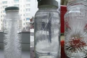 Άφησε δίπλα στην εξώπορτα ένα ποτήρι με αλάτι και ξύδι - Δύο ημέρες μετά είδε...