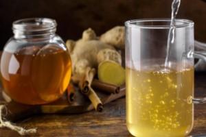 Έπινε για 10 μέρες νερό με μέλι - Αυτό που συνέβη στο σώμα της ξεπερνάει κάθε φαντασία!