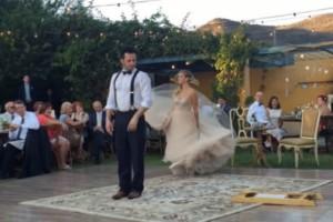 Όταν η νύφη κάνει αυτό στο γαμπρό κανείς δε μπορεί να φανταστεί τη συνέχεια - Μόλις δείτε θα... μείνετε
