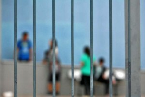Γονέας επιτέθηκε σε διευθύντρια σχολείου - Νέο περιστατικό βίας για τις μάσκες στο Ηράκλειο