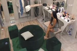 Χαμός στο Big Brother: Απίστευτα πλάνα – Ξεκούμπωσε το σουτιέν της Χριστίνας μπροστά στην κάμερα