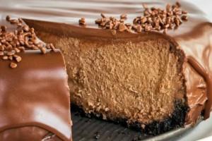Θεϊκό γλυκό ψυγείου πλημμυρισμένο στη σοκολάτα