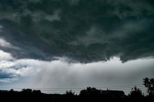 """Καιρός σήμερα: Έρχεται η """"Κίρκη"""" και φέρνει καταιγίδες, χαλάζι και πτώση της θερμοκρασίας"""