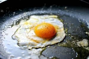 Τεράστιος κίνδυνος: Σταματήστε να βάζετε αλάτι στα αυγά σας - Κινδυνεύετε από...