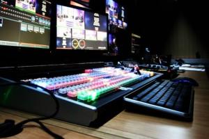 Σάλος: Δημοσιογράφος αυνανιζόταν κατά τη διάρκεια σύσκεψης (Video)