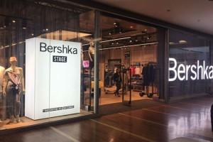 """""""Πανικός"""" στα Bershka με το πουκάμισο που κοστίζει μόνο 11.99€ και σίγουρα θα λατρέψεις"""