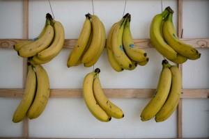Έλιωσε τη φλούδα μιας μπανάνας και έφτιαξε ένα θαυματουργό ρόφημα για τον οργανισμό της