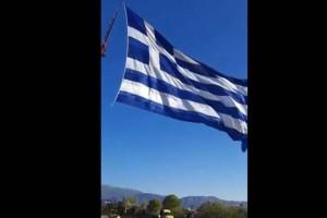 Καστελόριζο: Κρητικός ύψωσε την μεγαλύτερη ελληνική σημαία – Δείτε βίντεο