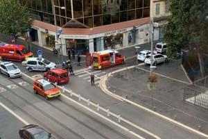 Τρόμος στη Γαλλία: Αποκεφαλίστηκε γυναίκα - Τρεις νεκροί από επίθεση κοντά σε εκκλησία (Video)