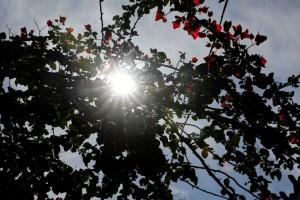 Βελτιώνεται ο καιρός σήμερα - Έρχεται ζεστό Σαββατοκύριακο