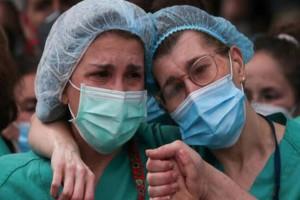 """Βόμβα: """"2.000 κρούσματα στην Ελλάδα μέχρι το Σαββατοκύριακο""""!"""