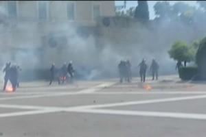 Χαμός στο κέντρο της Αθήνας: Επεισόδια στο μαθητικό συλλαλητήριο - Xημικά και δακρυγόνα έξω από τη Βουλή