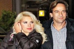 """Ελένη Μενεγάκη: Ημίγυμνες ευχές και """"πάγος"""" ο Ματέο Παντζόπουλος - Ο κρυφός θαυμαστής της εμφανίστηκε στα 51 της!"""