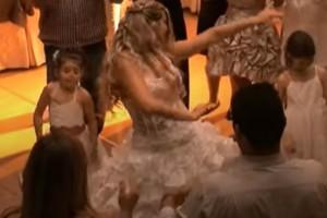 Νύφη χορεύει το πιο «μαγικό» τσιφτετέλι στο γάμο της και αφήνει άφωνο το γαμπρό
