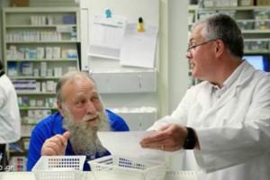 Μπαίνει ένας παππούς 80άρης στο φαρμακείο... - Το ανέκδοτο της ημέρας 21/10